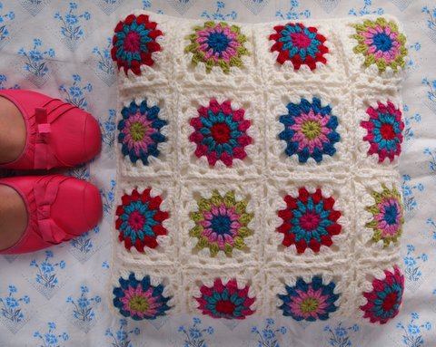 Starburst crochet cushion 1