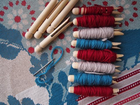 Storing tapestry thread