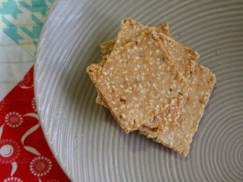 Aromatic herb & garlic crackers