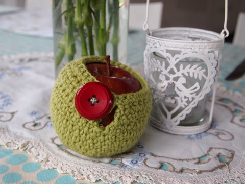 Apple cosy crochet pattern