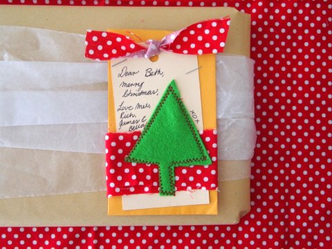 Christmas gift wrapping tutorial