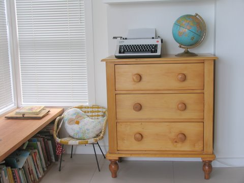 Transforming chest of drawers