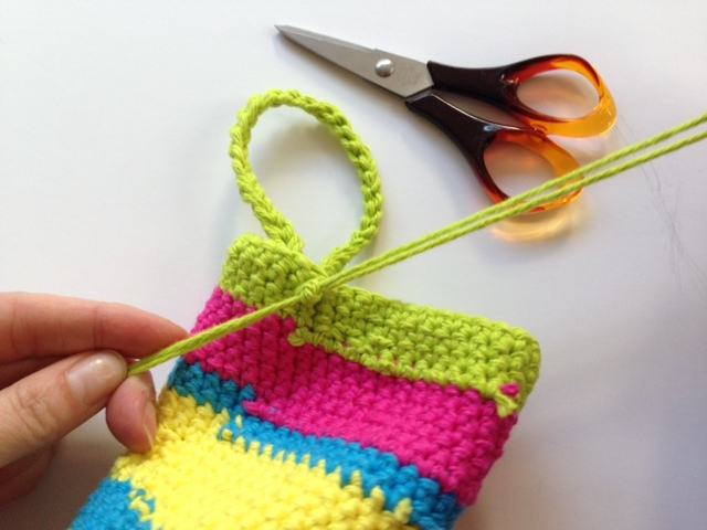 Crochet shower mitt step 10