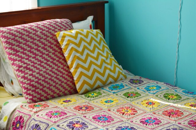 Floral crochet blanket